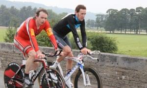 Michael Hutchinson with Bradley Wiggins, in 2010