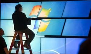 technician assembling video wall Samsung CES 2013
