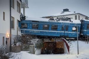 20 Photos: A local train derailed into a residentia
