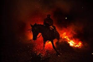 20 Photos: A man rides a horse through a bonfire in San Bartolome de Pinares, Spain