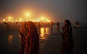 20 Photos: Hindu pilgrims walk back to camp after prayers at Gangasagar island