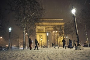 Paris snow: snow-covered Champs-Elysees
