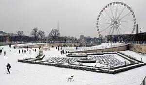 Paris snow: Tuileries Garden