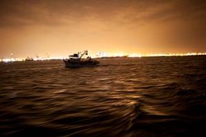FTA: Rodrigo Abd: A fishing crew heads out in their boliche