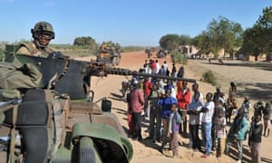 Malian youths gather near a French tank