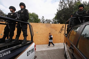 24 hours: Ecatepec, Mexico: Police officers stand guard