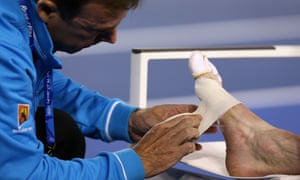 Murray gets treatment for his foot (there are worse images that you probably don't want to see before lunchtime).