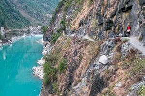 Yunnan Nujiang river: Old horseback trade route along the Nujiang River valley at Gongshan