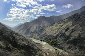 Yunnan Nujiang river: China postpones a 13-stage dam project in the Nujiang Valley