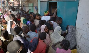 Looters crowd to get into a shop in Timbuktu