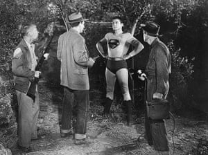 Superman: Superman With Armed Men
