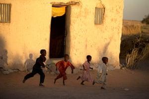 Chad Stunted Nation: Children playing