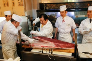 tuna: Sells record of tuna in year's first auction