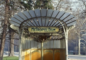 World subways: Porte Dauphine metro station, Paris