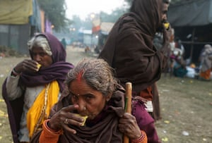 Cold weather in India: Villagers drink tea as they arrive at temporary camp in Kolkata