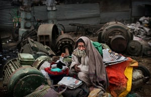 Cold weather in India: A ragpicker seeks warmth in a market in New Delhi
