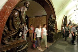World tubes: Bronze statues in Ploshchad Revolyutsii Metro station in Moscow Russia