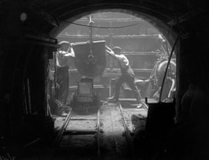 Tube through the decades: Piccadilly Line tube Extension, 1930