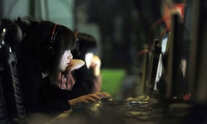 Chinese young people using internet