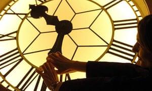 TECHNOLOGY Clock 5