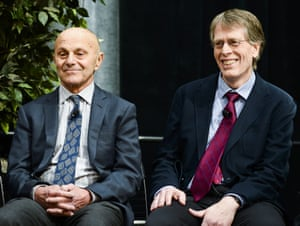 epa03910020 University of Chicago Professors Eugene F. Fama (L) and Lars Peter Hansen (R) sit together at a news conference after winning the 2013 Nobel Prize in Economic Sciences for trend spotting in asset markets, in Chicago, Illinois, USA, 14 October 2013.