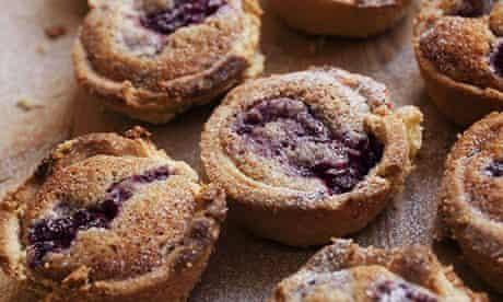 Raspberry hazelnut tartlets