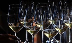 A picture shows glasses of wine