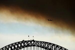 Australia fires: Smoke from bushfires fill the sky over the Sydney Harbour Bridge