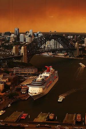 Australia fires: Sydney harbour shrouded in smoke haze