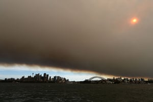 Australia fires: Huge palls of smoke over the harbour
