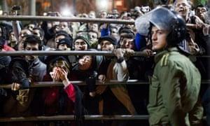 Iranians watch hanging