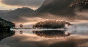 Landscape photography: misty Cumbria lake