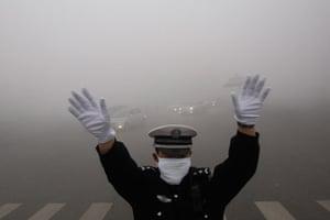 China smog: Traffic policeman