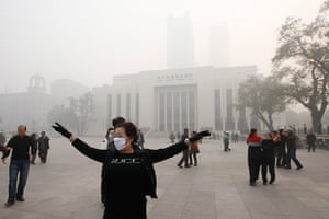 China smog: Communal dancing