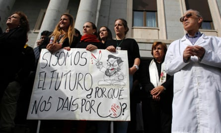 Spanish scientists during the minute's silence in Madrid on 17 October. The banner reads: