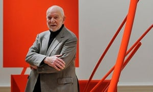 Sir Anthony Caro with his sculpture Early One Morning.