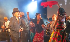 Rachid Taha (l) on stage in Marseille with Fatoumata Diawara (far right), October 2013