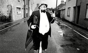 Ian Skidmore as a roving reporter