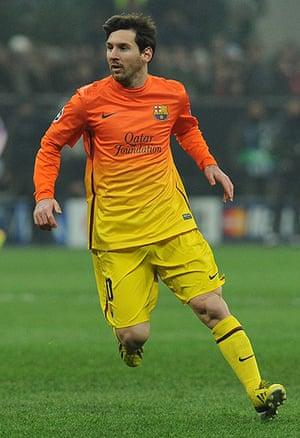 kits: AC Milan v Barcelona - UEFA Champions League Round of 16