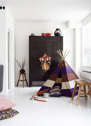 homes - kids: child's room in white with multicoloured wigwam