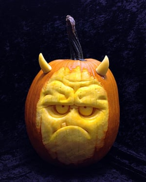 Pumpkin carving: A horror face carved out of a pumpkin