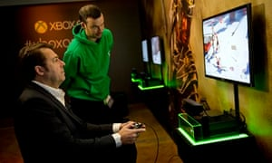 Jonathan Ross tries out Microsoft's Xbox One