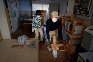 Fukushima: Zenjuro Nagaoka takes a dead mouse out of his sweet shop