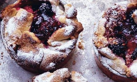Little fig and blackberry pies