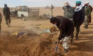 Graves dug for stranded migrants in Sahara