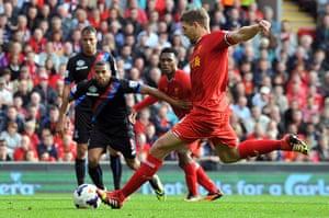 football..: Liverpool's English midfielder Steven Gerrard