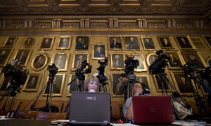Journalists wait for the announcement of the 2103 physics Nobel at the Royal Swedish Academy of Sciences in Stockholm