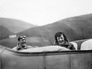 Henri Lartigue: Ubu et Bibi sur la route entre Lourdes et Pau, 1925