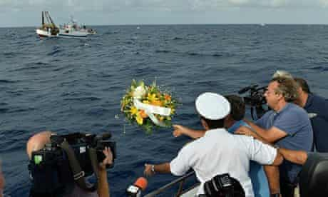 Wreath at sea for African migrants, Lampedusa