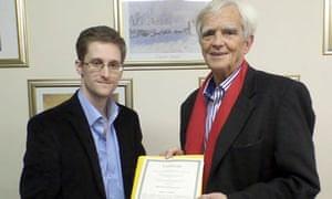 Edward Snowden meets German MP Hans-Christian Ströbele in Moscow